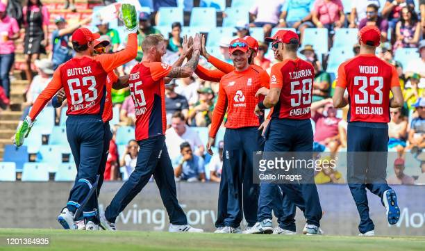 England players celebrate the dismissal of Quinton de Kock of South Afroca during the 3rd KFC T20 International match between South Africa and...