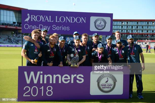 England players pose with the Royal One Day Cup after winning the match during the 5th Royal London ODI match between England and Australia at...
