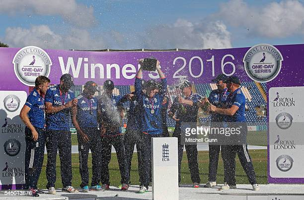 England players with the trophy after winning the series at the 5th Royal London OneDay International between England and Sri Lanka at The SSE Swalec...