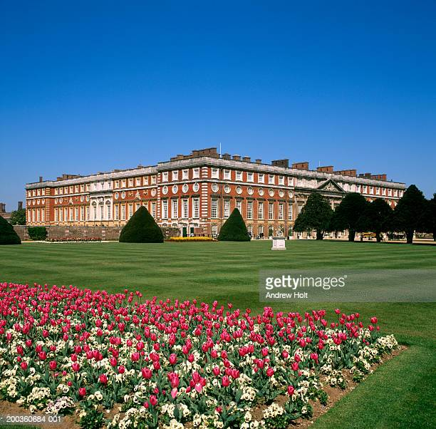 england, richmond-upon-thames, hampton court palace and grounds - hampton court stock pictures, royalty-free photos & images