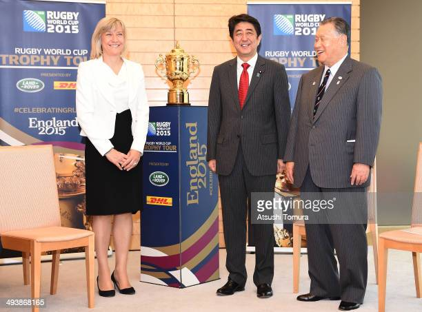 England Rugby 2015 Chief Executive Debbie Jevans Japanese Prime Minister Shinzo Abe and former Japanese Prime Minister Yoshiro Mori pose with The...