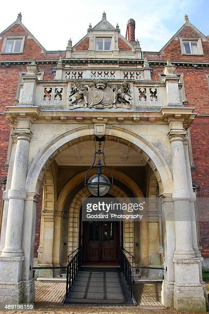 england: sandringham house entrance - sandringham house stock pictures, royalty-free photos & images