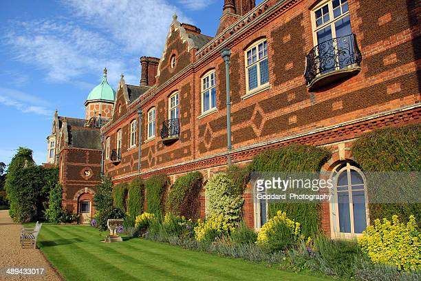 england: sandringham house - sandringham house stock pictures, royalty-free photos & images