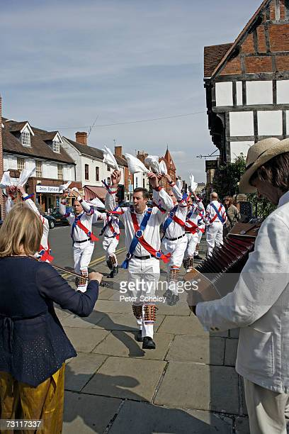 england, stratford-upon-avon, twyford morris dancers and musicians performing in street - morris dancing stock photos and pictures