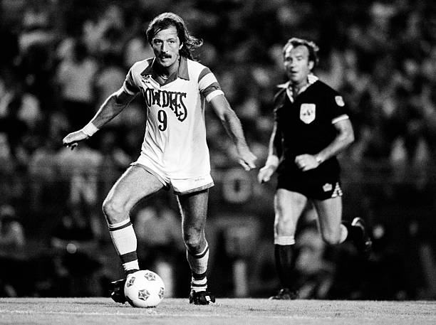 England striker Frank Worthington in action for the Tampa Bay Rowdies during their NASL match against Fort Lauderdale, 9th August 1981.