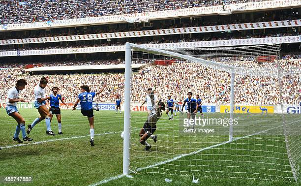 England striker Gary Lineker heads in the England goal during the FIFA 1986 World Cup quarterfinals defeat by Argentina in the Azteca stadium on June...