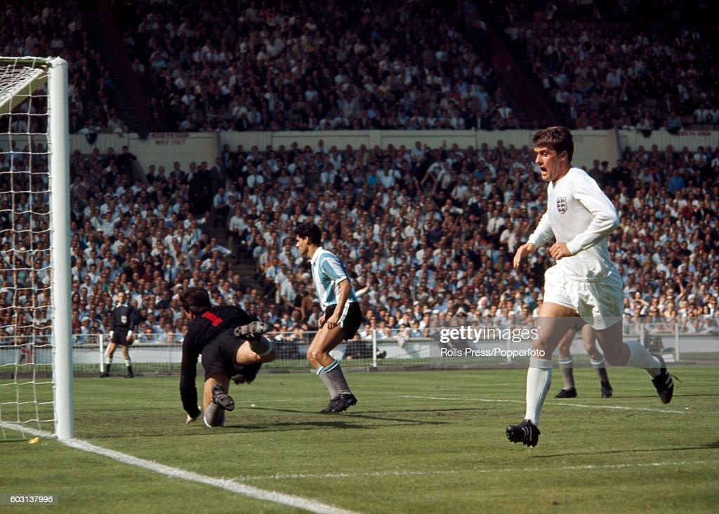 نتيجة بحث الصور عن Geoff Hurst england vs argentina
