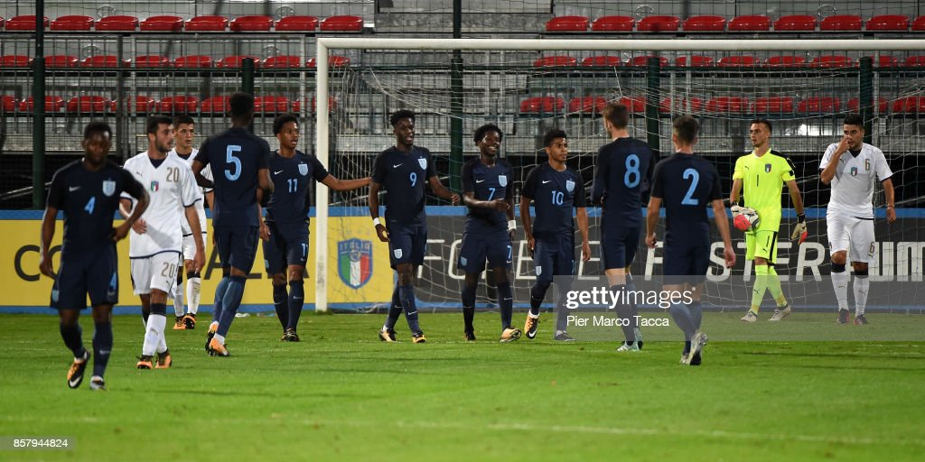 England Team celebrates a goal during the 8 Nations Tournament match between Italy U20 and England U20 on October 5, 2017 in Gorgonzola, Italy.