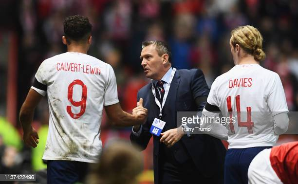 England U21 Manager Aidy Boothroyd congratulates Dominic CalvertLewin during the U21 International Friendly match between England and Poland at...
