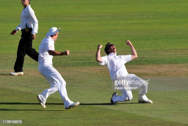 England v Australia 5th TEST AT THE OVAL. 4th DAY 23/8/09. GRAEME SWANN TAKES THE LAST WICKET OFF MICHAEL HUSSEY TO WIN THE TEST MATCH AND RETAIN THE...