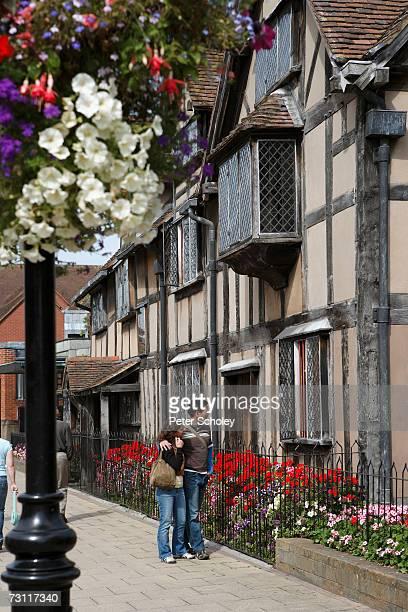england, warwickshire, stratford-upon-avon, henley street, william shakespeare's birthplace - ストラトフォード・アポン・エイボン ストックフォトと画像