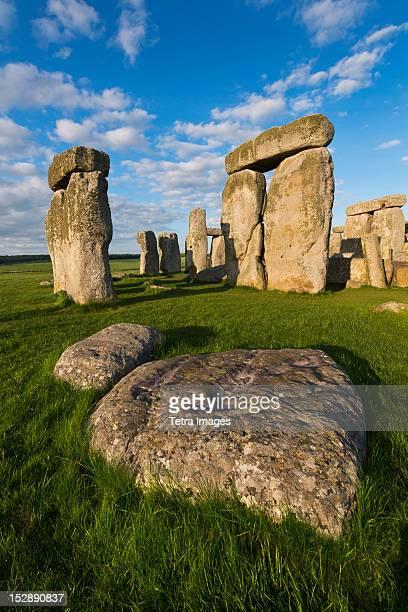 uk, england, wiltshire, stonehenge monument - stonehenge stock photos and pictures