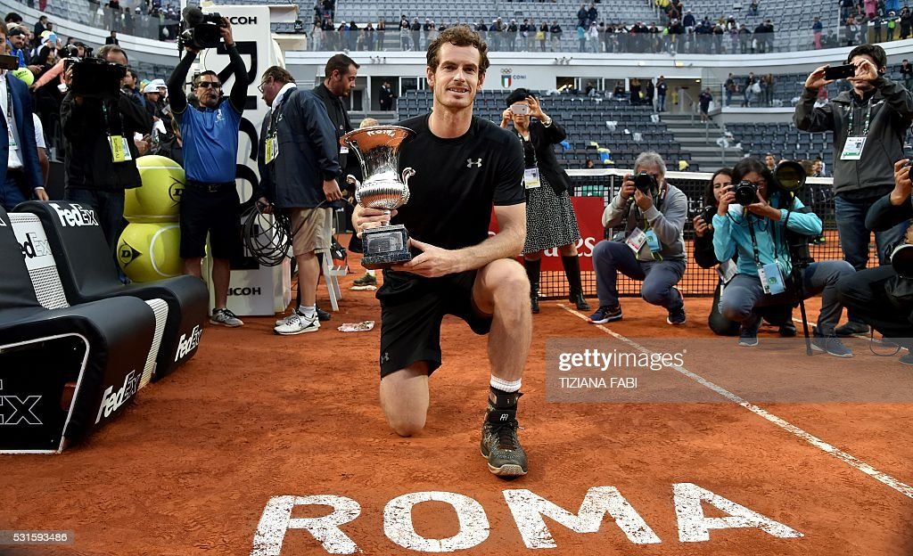 TOPSHOT - England's Andy Murray poses with his trophy after winning the men's final match against Serbia's Novak Djokovic at the ATP Tennis Open tournament on May 15, 2016 at the Foro Italico in Rome. / AFP / TIZIANA