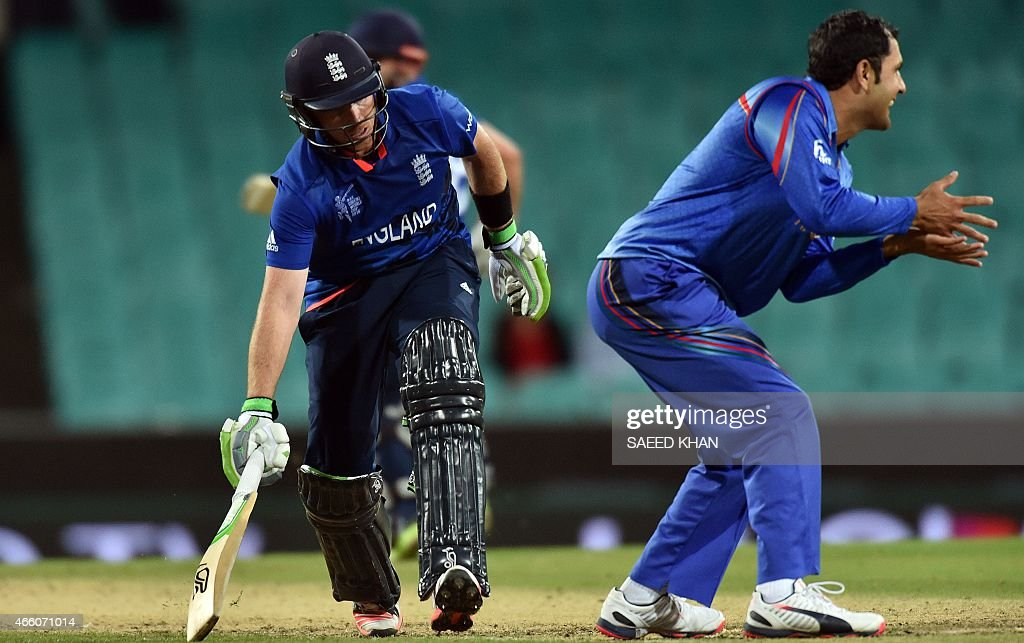 England's batsman Ian Bell (L) completes the winning run for his team as Afghanistan's captain Mohammad Nabi (R) reacts during the 2015 Cricket World Cup Pool A match between England and Afghanistan at the Sydney Cricket Ground on March 13, 2015. AFP PHOTO/ Saeed KHAN