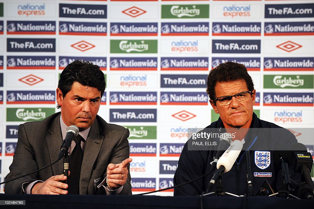 England's coach Fabio Capello (R) and ma : News Photo