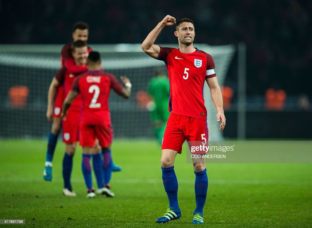 Englands defender Gary Cahill (R ) and team mates reacts at the finale whistle during the friendly football match Germany v England at the Olympic stadium in Berlin on March 26, 2016. England won the match 2-3. / AFP / ODD