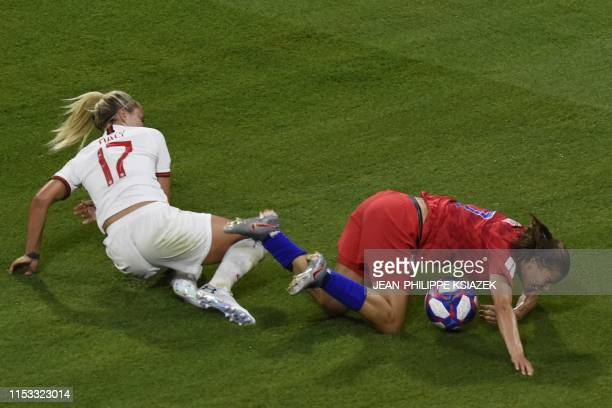 TOPSHOT England's defender Rachel Daly vies with United States' forward Tobin Heath during the France 2019 Women's World Cup semifinal football match...