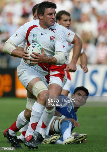 England's flanker and captain Martin Corry runs with the ball during the rugby union World Cup group A match England vs Samoa 22 September 2007 at...