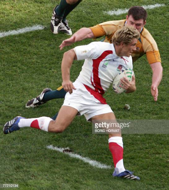 England's fly-half Jonny Wilkinson runs with the ball during the rugby union World Cup quarter final match Australia vs. England, 06 October 2007 at...