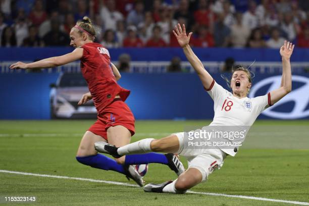 TOPSHOT England's forward Ellen White vies with United States' defender Becky Sauerbrunn during the France 2019 Women's World Cup semifinal football...