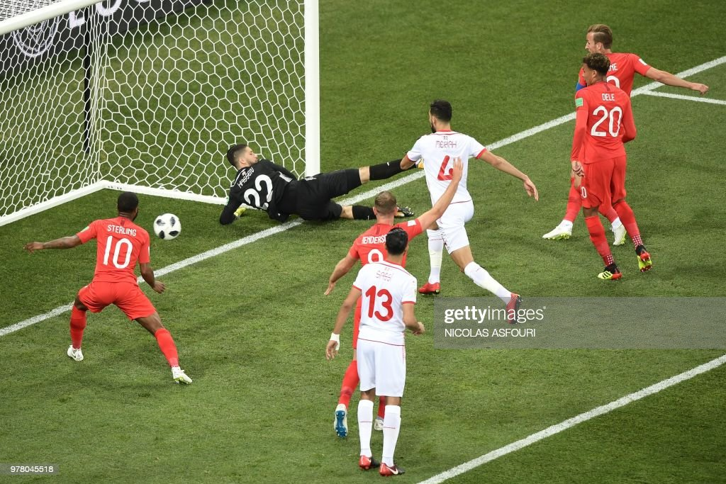 TOPSHOT - England's forward Harry Kane (R) scores his team's first goal during the Russia 2018 World Cup Group G football match between Tunisia and England at the Volgograd Arena in Volgograd on June 18, 2018. (Photo by NICOLAS ASFOURI / AFP) / RESTRICTED