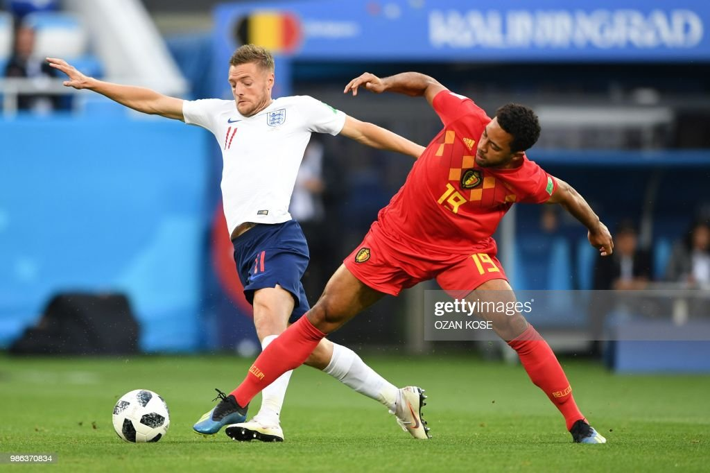 TOPSHOT - England's forward Jamie Vardy (L) vies with Belgium's midfielder Moussa Dembele during the Russia 2018 World Cup Group G football match between England and Belgium at the Kaliningrad Stadium in Kaliningrad on June 28, 2018. (Photo by OZAN KOSE / AFP) / RESTRICTED