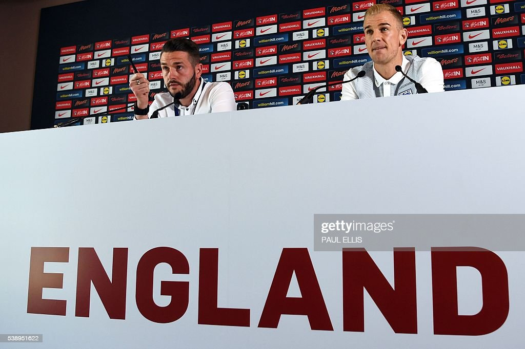 England's goalkeeper Joe Hart (R) holds a press conference in Chantilly, north of Paris, on June 9, 2016, on the eve of the beginning of the Euro 2016 football tournament. / AFP / PAUL