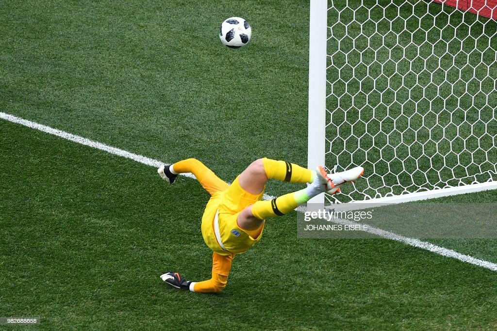 TOPSHOT - England's goalkeeper Jordan Pickford attempts a save during the Russia 2018 World Cup Group G football match between England and Panama at the Nizhny Novgorod Stadium in Nizhny Novgorod on June 24, 2018. (Photo by Johannes EISELE / AFP) / RESTRICTED