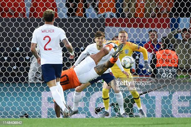 England's goalkeeper Jordan Pickford eyes the ball as Netherlands' forward Memphis Depay tries to score a goal during the UEFA Nations League...