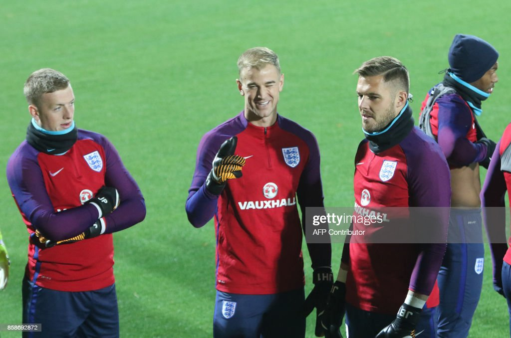 England's goalkeepers Jordan Pickford, Joe Hart and Jack Butland take part in a training session on the eve of the 2018 FIFA World Cup Qualifying match Lithuania v England in Vilnius, Lithuania on October 7, 2017. / AFP PHOTO / Petras Malukas