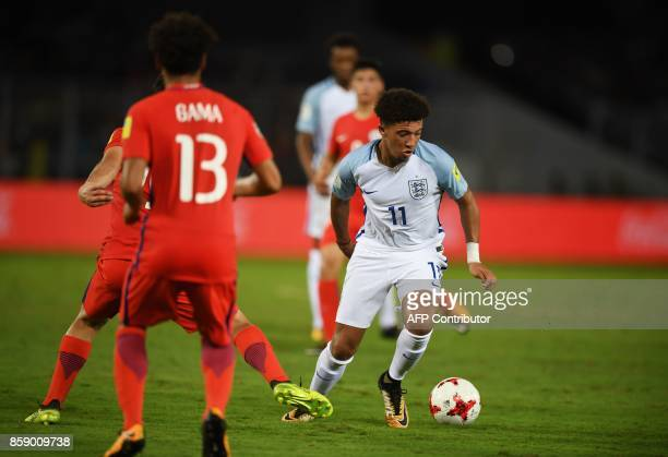 England's Jadon Sancho and Chile's Willian Gama fight for the ball during the group stage football match between England and Chile in the FIFA U17...
