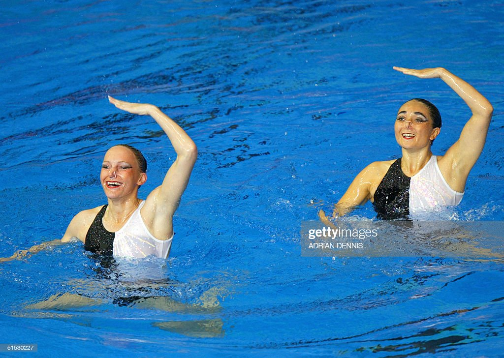 England's Katie Hooper and Gayle Adamson perform t : News Photo