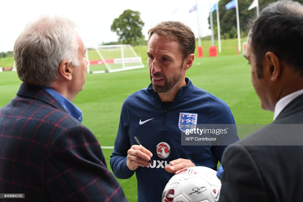 England's manager Gareth Southgate signs autographs following a training session at St George's Park in Burton-on-Trent on August 29, 2017, as part of an England football team media day ahead of their 2018 FIFA World Cup qualifier matches against Malta on September 1 and Slovakia on September 4. / AFP PHOTO / Paul ELLIS / NOT