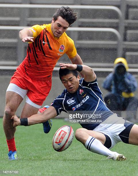 England's Mat Turner and Japan's Takehisa Usuzuki fight for the ball during their pool A match in the 2012 Tokyo Sevens World Series rugby tournament...