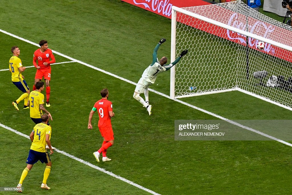 TOPSHOT - England's midfielder Dele Alli (3L) reacts as he scores his team's second goal during the Russia 2018 World Cup quarter-final football match between Sweden and England at the Samara Arena in Samara on July 7, 2018. (Photo by Alexander NEMENOV / AFP) / RESTRICTED