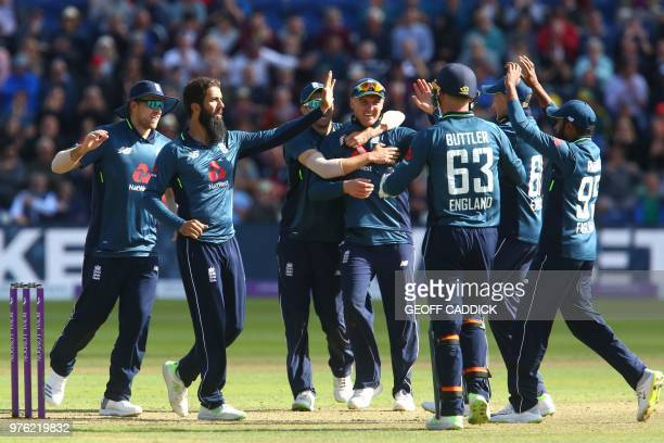 England's Moeen Ali celebrates with teammates after taking the wicket of Australia's DArcy Short for 21 runs during play in the 2nd One Day...