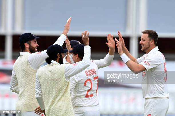 England's Ollie Robinson celebrates with teammates after taking the wicket of India's KL Rahul for 129 on the second day of the second cricket Test...