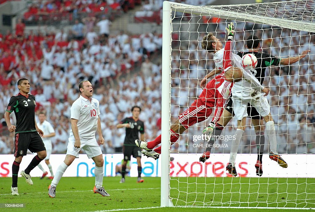 England's Peter Crouch (2nd L) scores during their international friendly football match at Wembley Stadium in London on May 24, 2010 AFP PHOTO/Carl de Souza