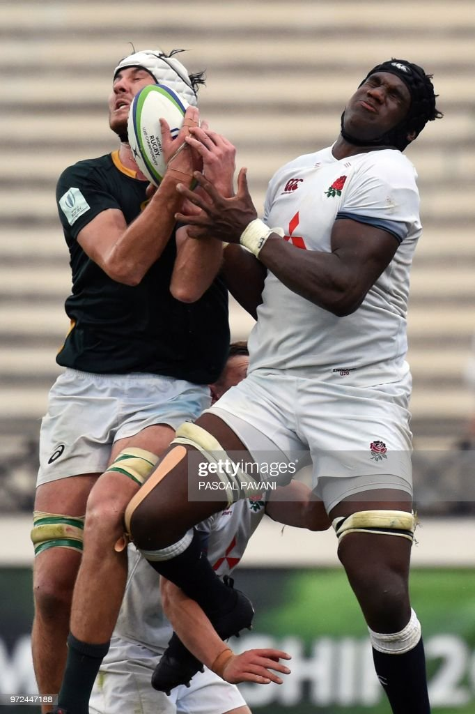 RUGBYU-U20-WORLD-ENG-RSA : News Photo
