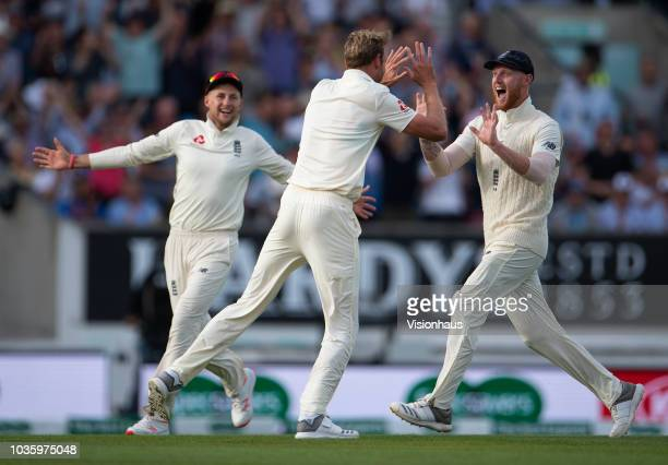 England's Stuart Broad celebrates with Joe Root and Ben Stokes after taking the wicket of India Captain Virat Kohli during the 5th Specsavers Test...
