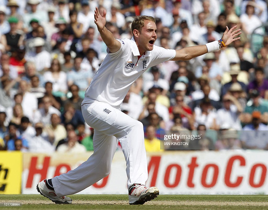 England's Stuart Broad unsuccessfully ap : News Photo