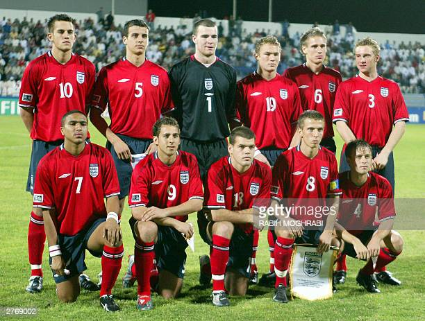 England's team poses for a picture prior to their FIFA World Youth Championship group D match against Japan in Dubai 29 November 2003 AFP PHOTO/Rabih...