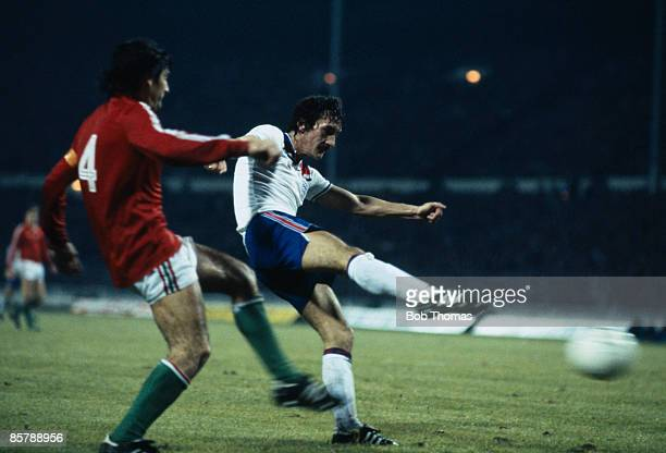 England's Terry McDermott shoots watched by Hungarian defender Jozsef Toth during the World Cup Qualifying match at Wembley Stadium 18th November...