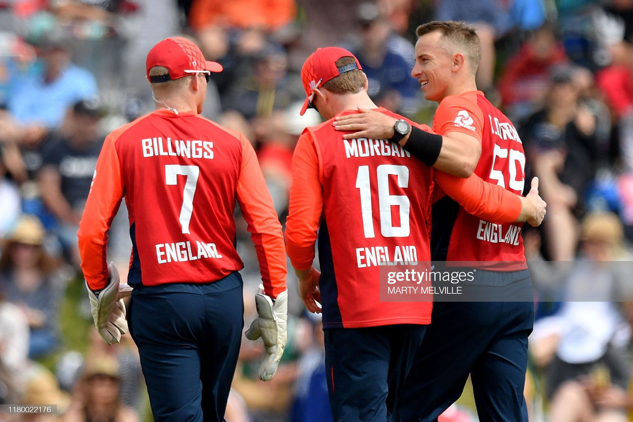 England's Tom Curran (R) celebrates with captain Eoin Morgan and wicket-keeper Sam Billings after taking the wicket of New Zealand's Colin de Grandhomme during the Twenty20 cricket match between New Zealand and England at Saxton Oval in Nelson on November 5, 2019.