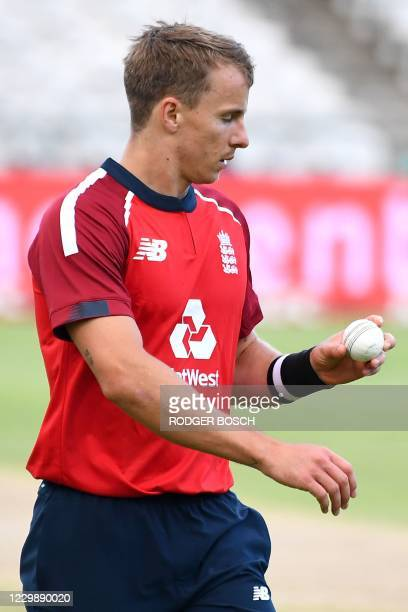 England's Tom Curran prepares to deliver a ball during the third T20 international cricket match between South Africa and England at Newlands stadium...