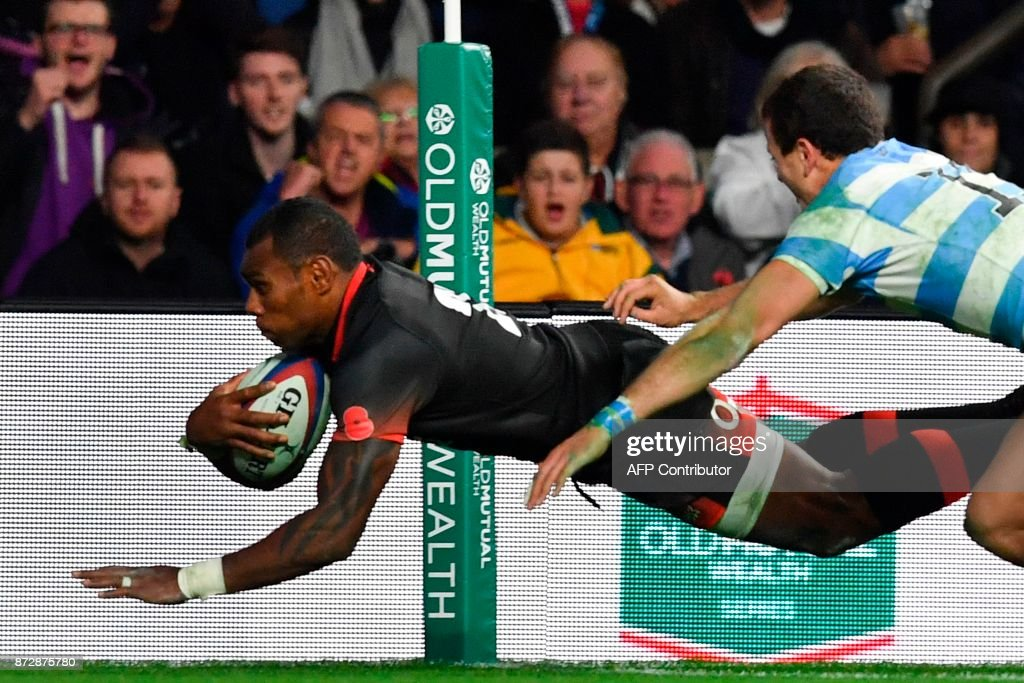England's wing Semesa Rokoduguni (L) scores a try during the Autumn international rugby union test match between England and Argentina at Twickenham Stadium in southwest London on November 11, 2017. / AFP PHOTO / Ben STANSALL