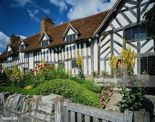 england,warwickshire,stratford upon avon,mary arden's house - ストラトフォード・アポン・エイボン ストックフォトと画像