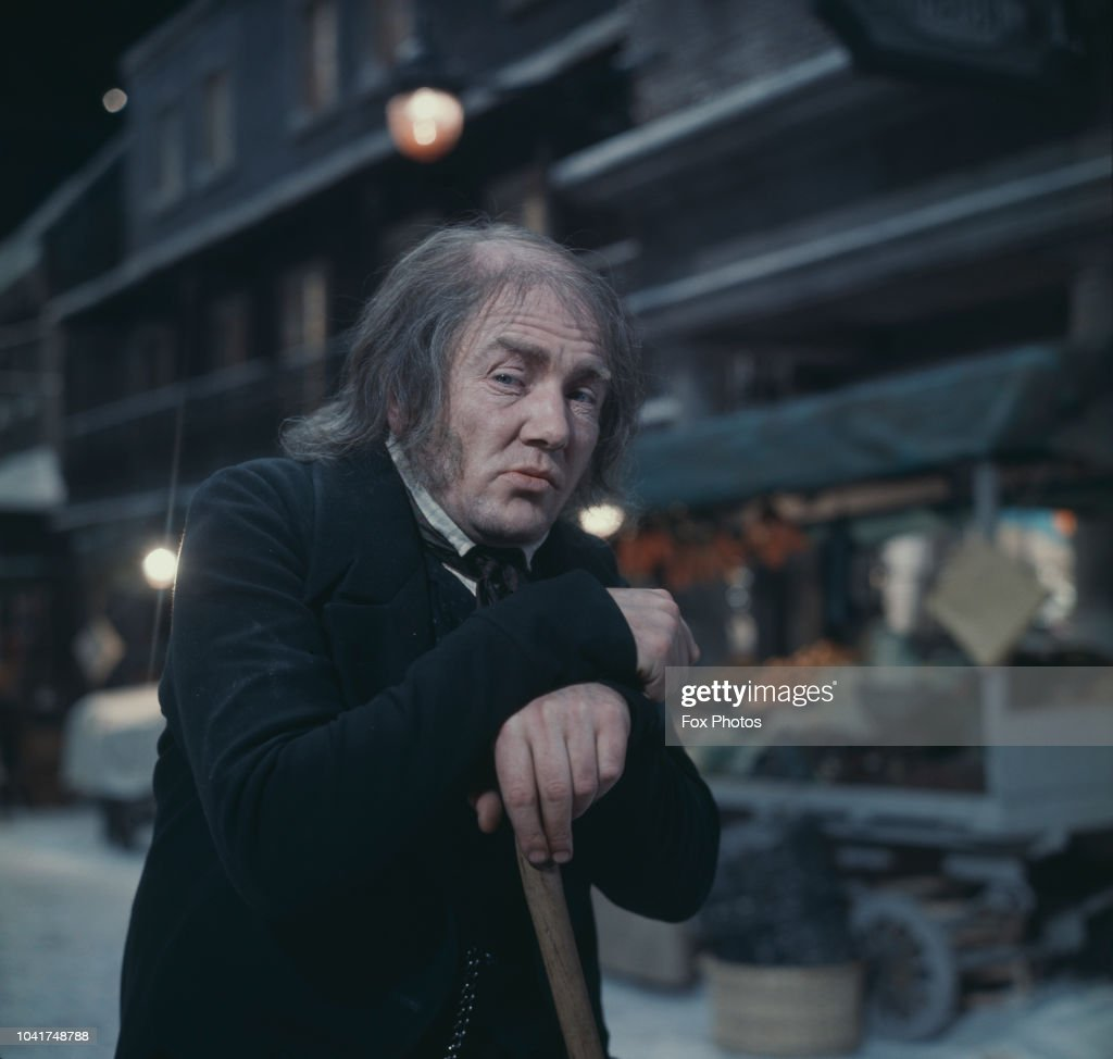 Albert Finney As Scrooge : News Photo