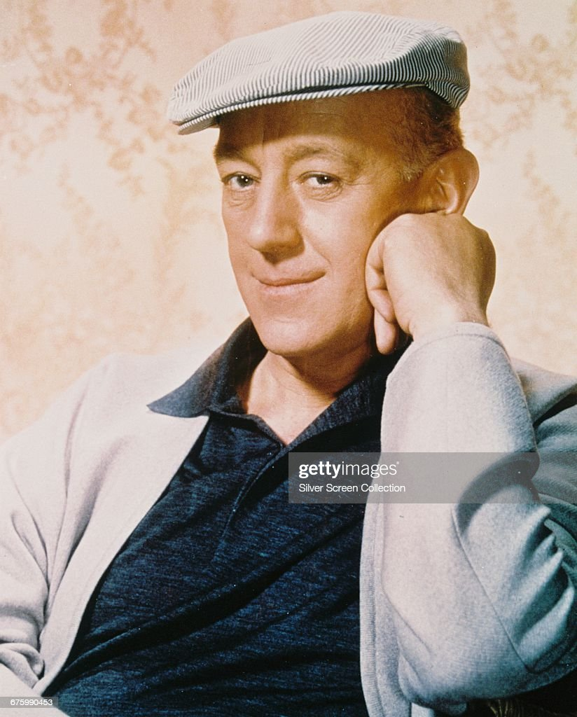 English actor Alec Guinness (1914 - 2000), circa 1960.