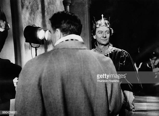 English actor and director Laurence Olivier directing English actor John Gielgud on the set of Olivier's adaptation of William Shakespeare's 'Richard...